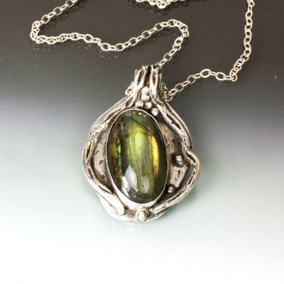Silver Oval Labadorite Pendant